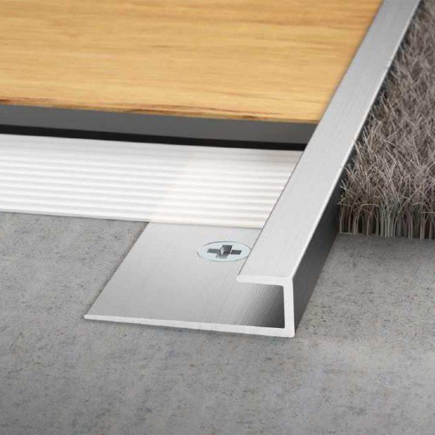 Elastīgo segumu profils VINPRO-S vinila un citu plāno dizaina segumu drošai seguma ārējo malu aizsardzībai vai starp dažādiem segumiem.