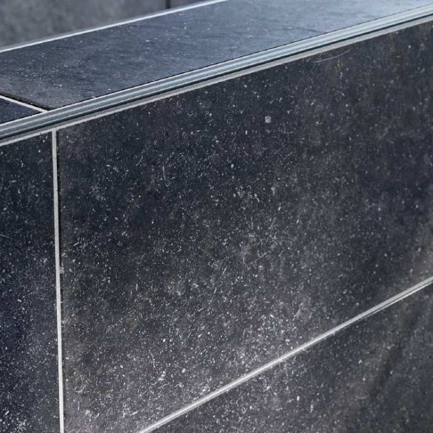 Dekoratīvs flīžu profils sienām ARCLINE-APE piemērots horizontālu ārējo stūru apdarei